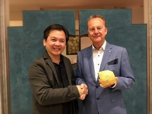 Jansen Chow and David Poxon pictured at Monza International Expo Italy. Jansen Chow presents David Poxon with the elite Masters Award from Penang Biennialle in 2019.